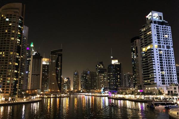 Dubai_Marina_Skyline_bei_Nacht